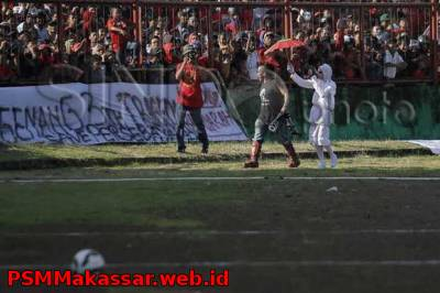 Suporter The Macz Man menanti launching skuat PSM Makassar